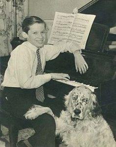 گلن گولد 1946 با طوطی اش موتسارت و سگ انگلیسی اش
