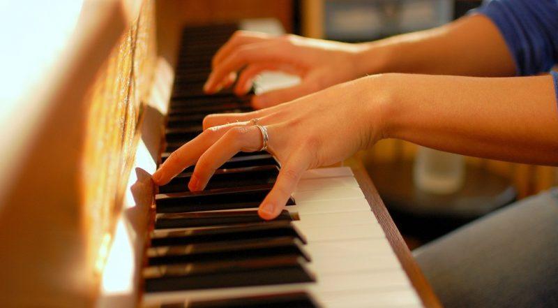 10 نکته مهم در مورد بهترین حالات نشستن در پشت پیانو
