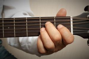 آموزش گیتار کلاسیک در آموزشگاه موسیقی همراز