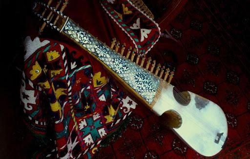 ردساز رباب در ادبیات و حجاری های کهن ایران