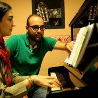 آموزش پیانو زیرنظر امیرحسین اقتصاد در آموزشگاه موسیقی همراز