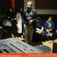 کلاس علم هنر گویندگی محمودرضا قدیریان در آموزشگاه موسیقی همراز