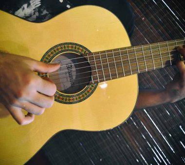 تاریخچه و معرفی گیتار الحمرا یا الحمبرا ALHAMBRA